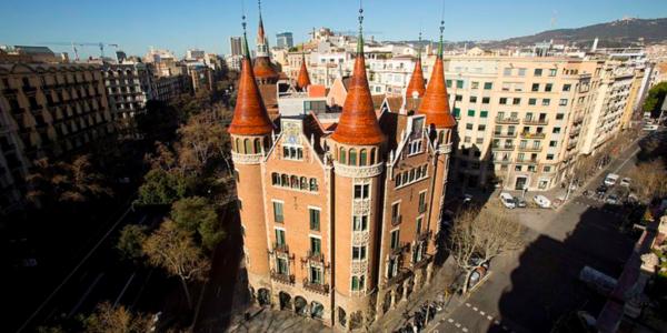edificio singular de barcelona: casa de les puntxes