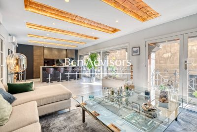 Spectacular luxury home with terrace in the historic centre of Barcelona