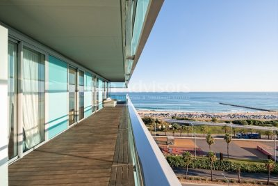 Fantástico y luminoso piso en primera línea de mar con licencia turística