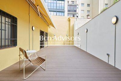 Precioso piso reformado a estrenar con gran terraza en el centro de Barcelona